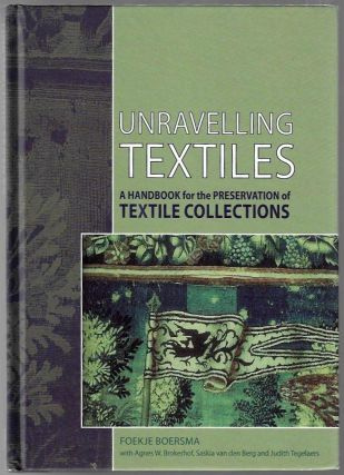 Unravelling Textiles, A Handbook for the Preservation of Textile Collections. Foekje Boersma.